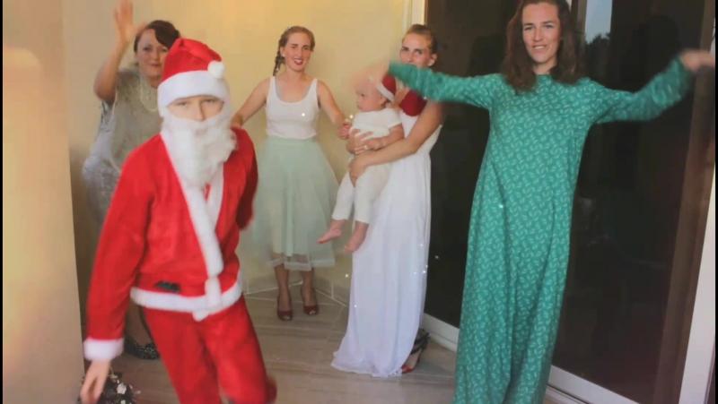 С Новым годом Санта Миша Санта Макар и танцгруппа