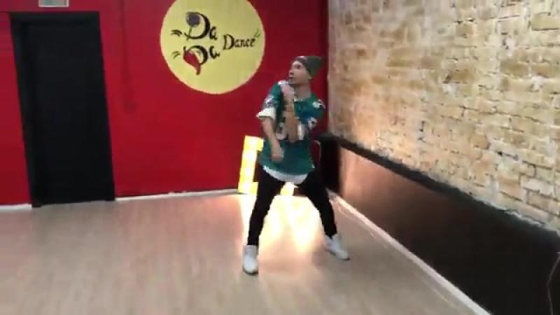 Танцуем хип-хоп:)