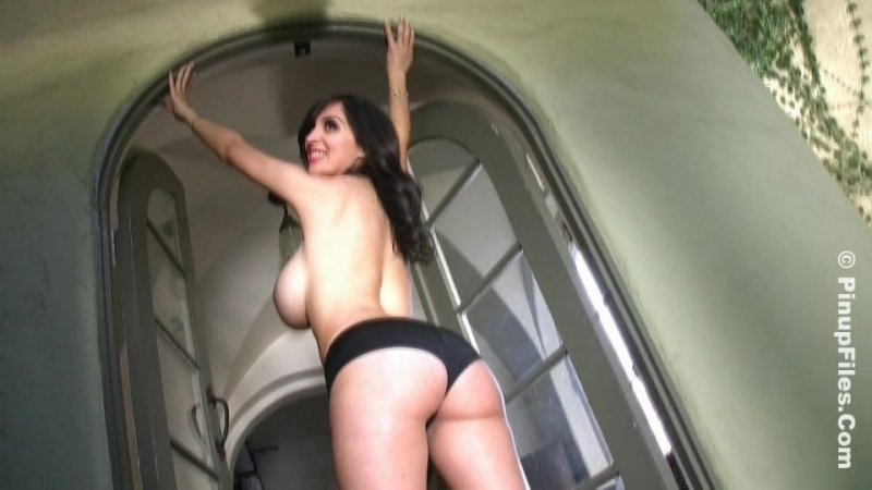 Sarah Genova hot pink 01 ( fetish milf wet pussy big tits suck blowjob kink porn anal мамка сосет порно анал)