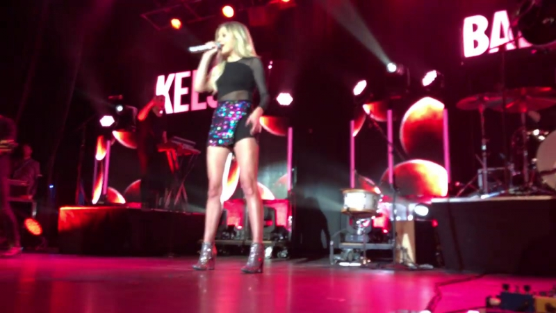 Kelsea Ballerini performing Roses