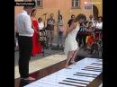 Шедевр Игра ногами на пианино