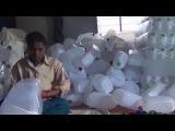 ебля в Индии, нагнул, раком, в очко секс на работе / как делают пластиковые канистры