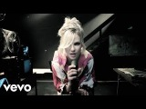 Britney Spears - (Drop Dead) Beautiful feat. Sabi (Music Video)