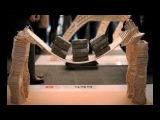 Replika Jembatan dari stik es krim mampu menahan beban manusia !