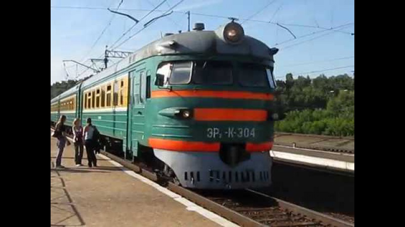 Ревучая ЭР2-К-304 на Разъезде Иня: прибытие и отправление