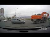 Курсанта учат ездить на красный свет светофора