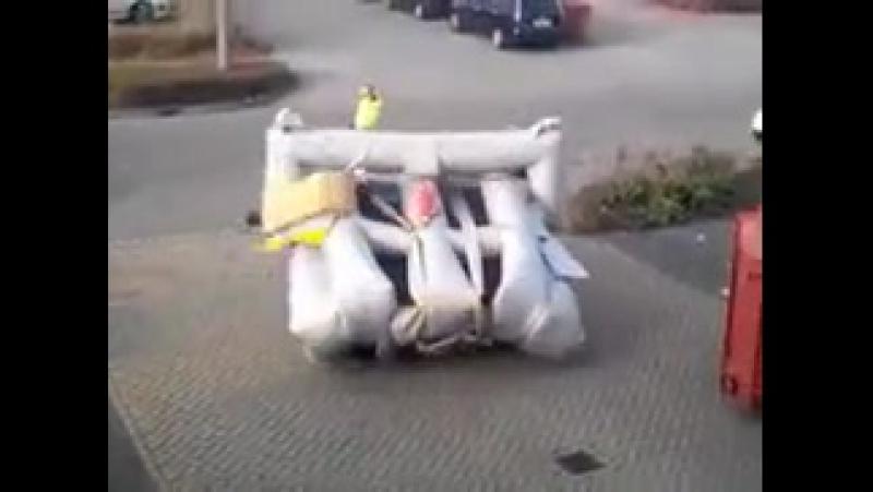 Аварийный надувной трап