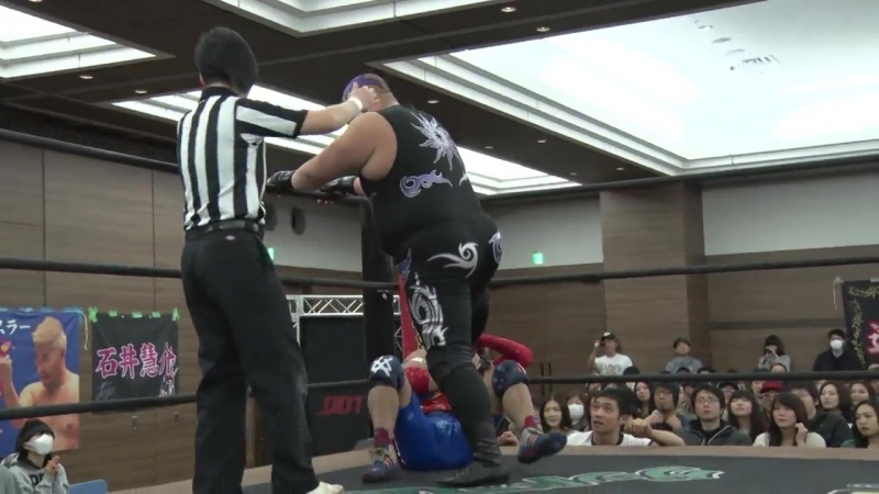 Mad Paulie vs. Shunma Katsumata (DDT - Dramatic Nerima The Fighter 2017)