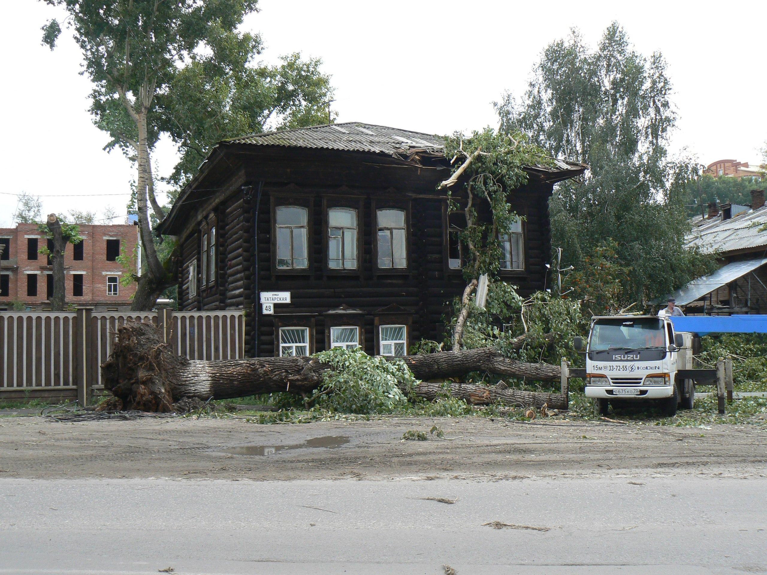 Мэр поручил ликвидировать последствия стихии в Томске к вечеру пятницы.