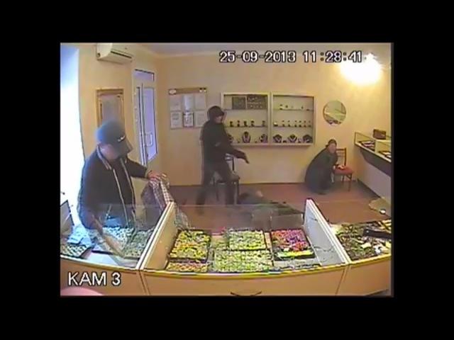 гопник остановил грабителей