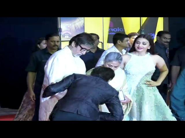 RESPECT ! Shahrukh Khan Touches Amitabh Bachchan Jaya Bachchan's Feet.