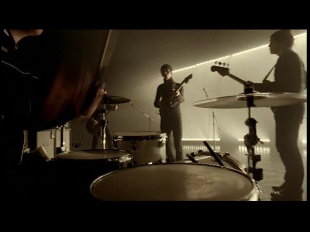 Arctic Monkeys - Brianstorm (Official Video)