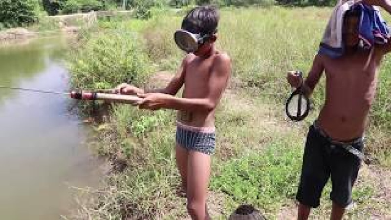 Spearfishing Fishing Challenge - Awesome Children Fishing With Spearfishing   Cambo Trap Catch Fish