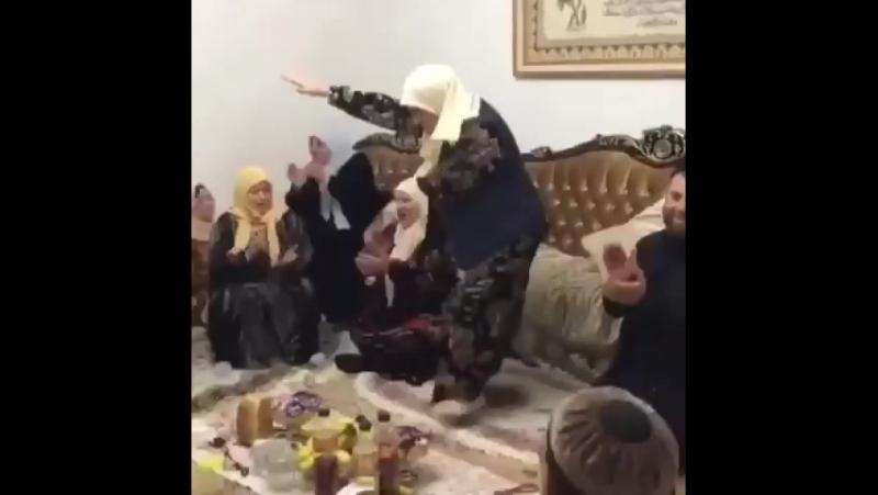 бабки танцуют