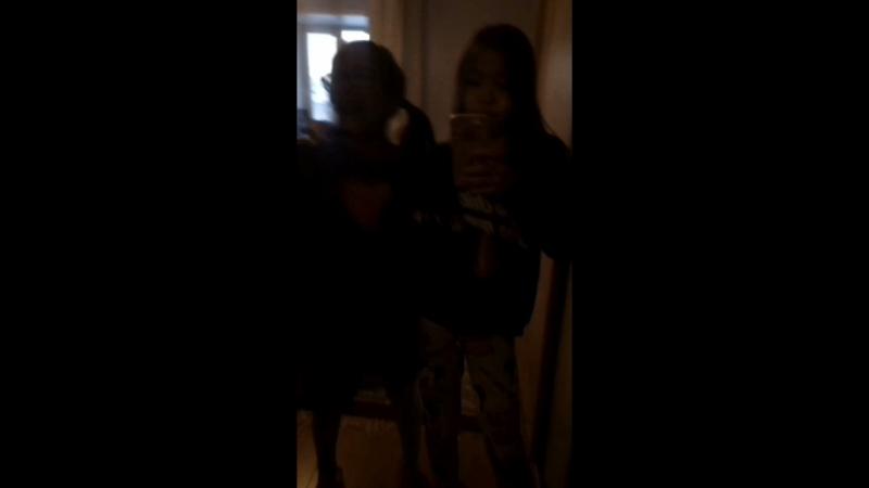 из-за того что в руках держала телефон не могла норм танцевать