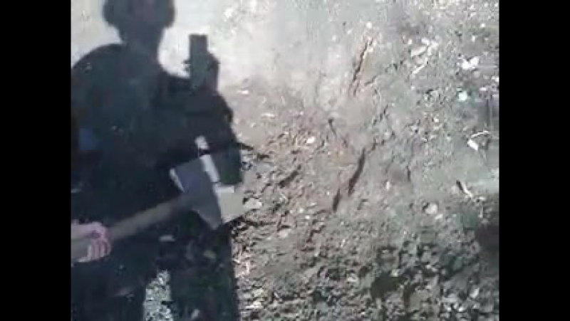 Раскопки после артобстрела. 9 июня 2016г. Писарева,10 (152мм)