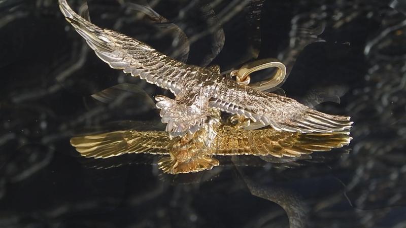 Подвес Белоплечий орёл . Жёлтое золото , инкрустация - бриллианты .
