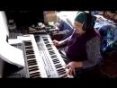 Бабушка играет на синтезаторе и красиво поёт - Восхищаюсь
