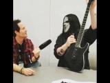Мик Томсон (#7) рассказывает о своих гитарах Jackson