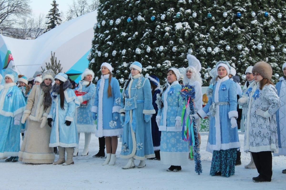 Вчера на площади Ленина состоялся городской конкурс Парад Снегурочек!