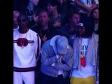 Реакция игроков NBA и звёзд на пение Ферги