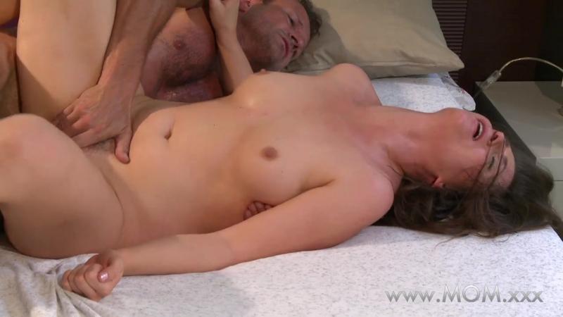 Мужик трахает зрелую одинокую маму, sex porn mom husband wife love morning fuck cute horny ass (Инцест со зрелыми мамочками 18+)