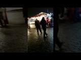 Бухой алкаш танцует в центре Харькова под песню Потапа и Насти все пучком