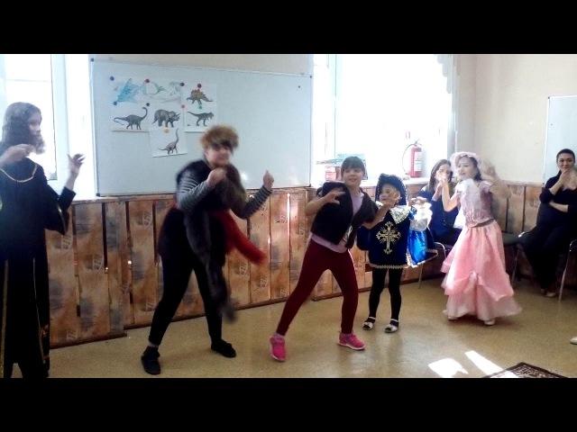 Танец во время игровой программы