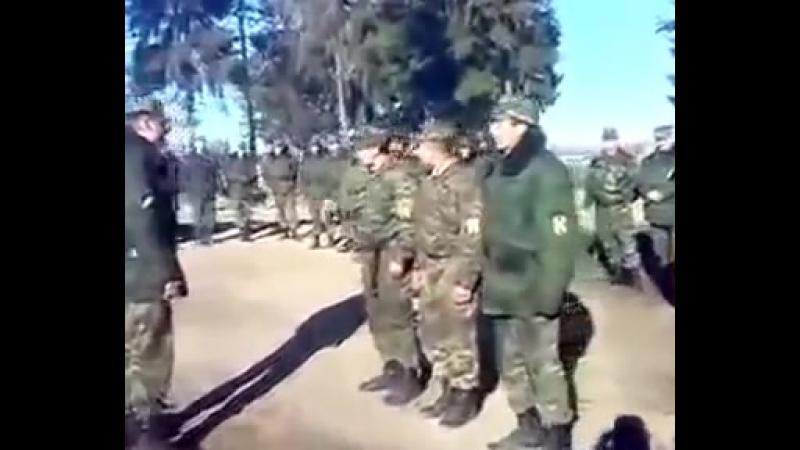 Солдат отжарил прикол на построении