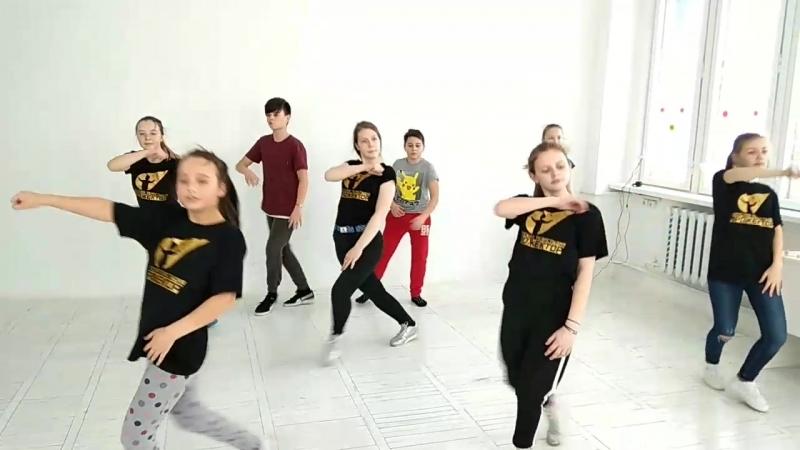 Репетиция хореографии в студии Прожектор