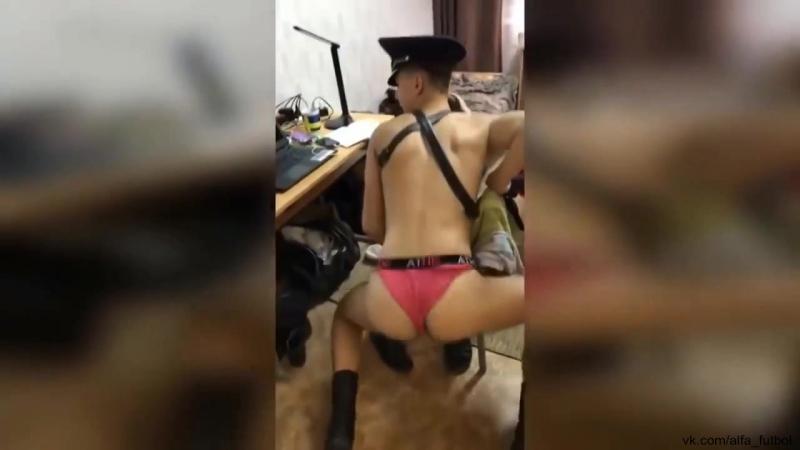 Курсанты Ульяновского лётного училища под песню Первым делом самолёты