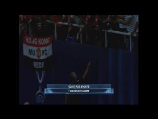 Моуринью отдал медаль после матча с