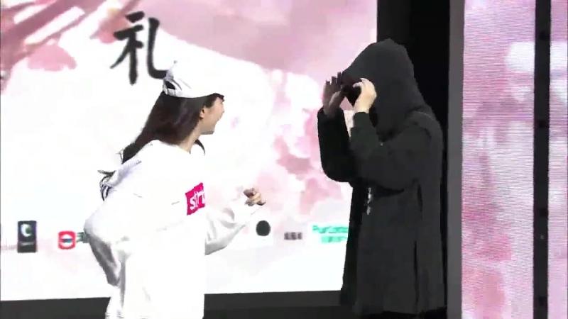 Ян Ян и Лю Ифэй на пресс-конференции в Пекине 3 августа 2017 года