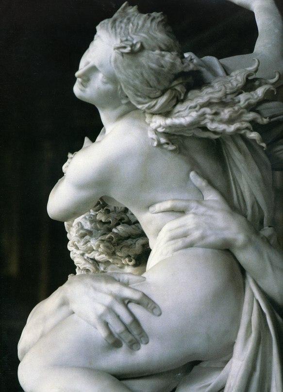 Фрагмент статуи