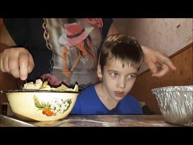 ВЛОГ Ярик сам моет посуду!   готовим ужин   Печем яблочный пирог   Обычный день особенного ребенка