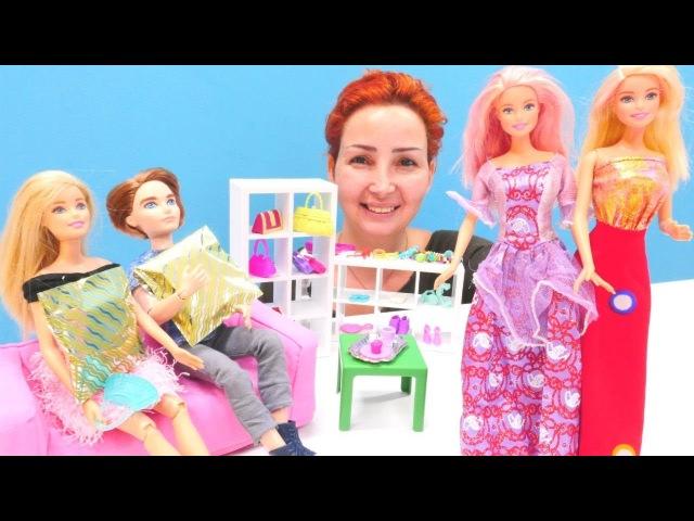 Özge'nin mağazasında defile. Barbie kıyafet seçme oyunları