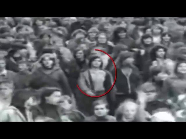 В архивном видео за 1982 год обнаружен путешественник во времени.