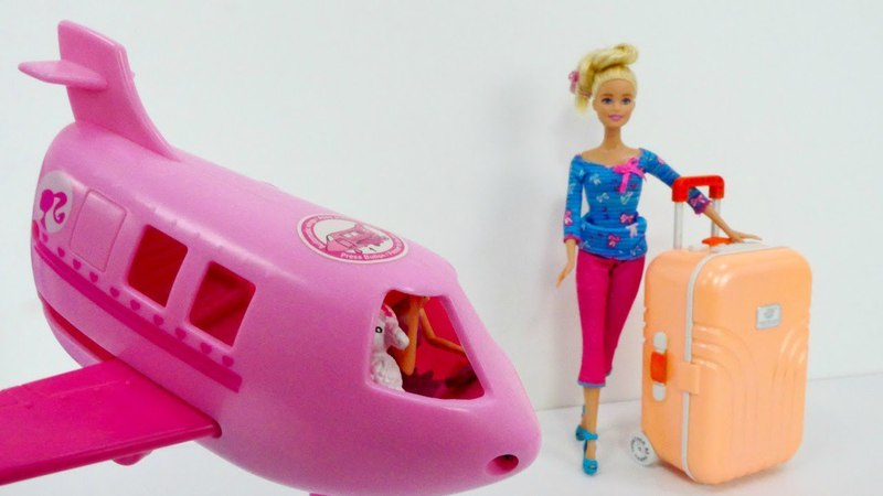 Barbie hace su maleta para ir de Vacaciones .
