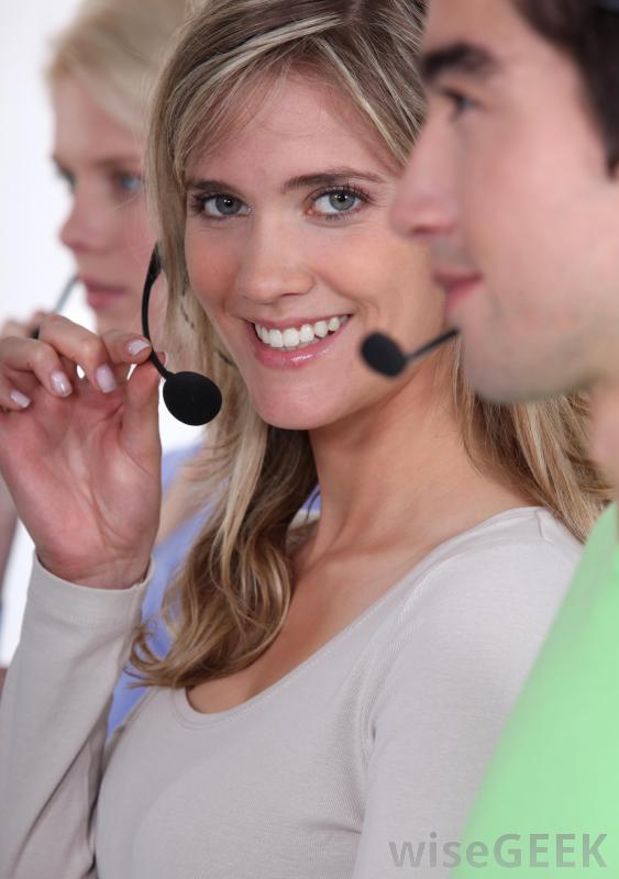 Вежливая и терпеливая личность важна для того, чтобы стать оператором АТС.
