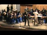 П.Уханов играет на гармони-