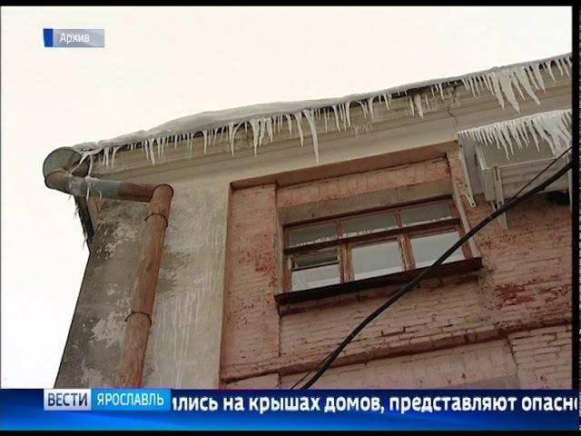 Прокуратура требует от Кировского управдома убрать сосульки и снежные навесы с крыш домов