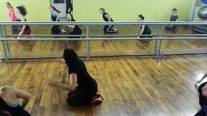 стрип танцы на полу))