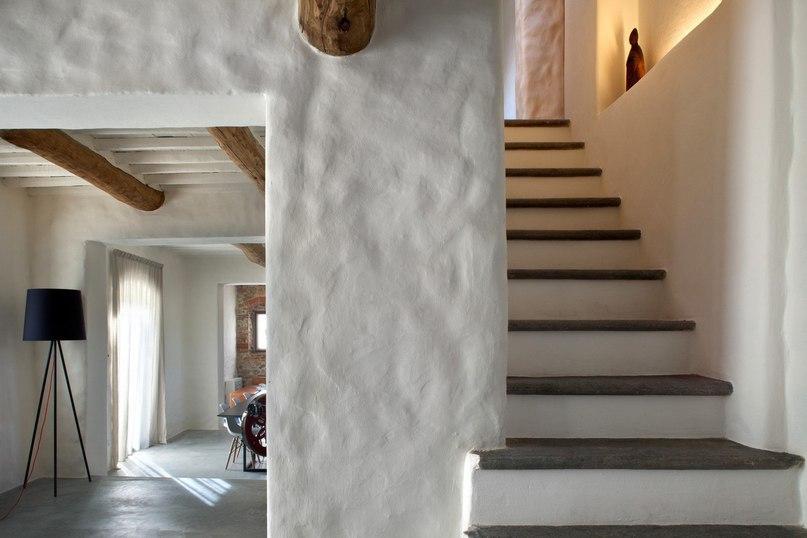 Загородный дом в Италии  MIDE architetti создали виллу под Луккой (Италия), в основе которой лежали старый загородный дом 1887 г.