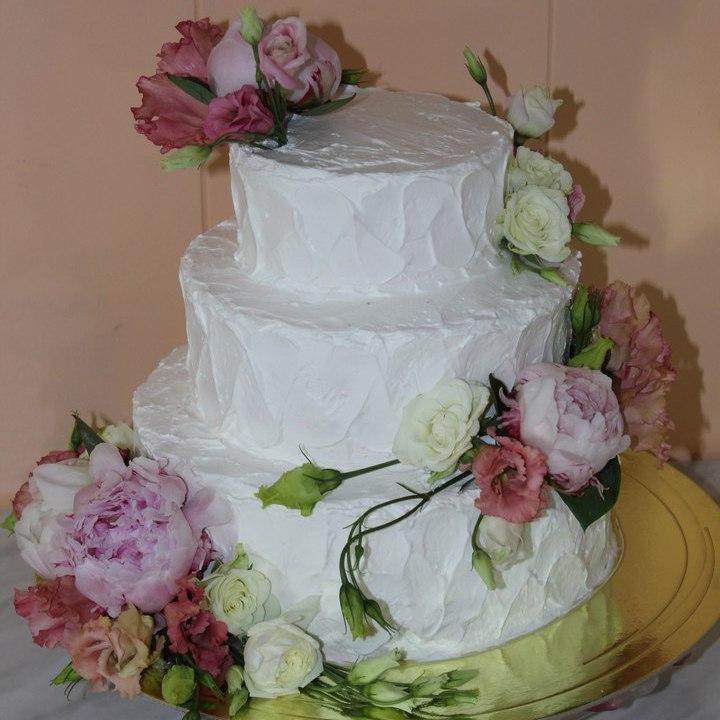 Свадебный торт с живыми цветами (арт. 34)