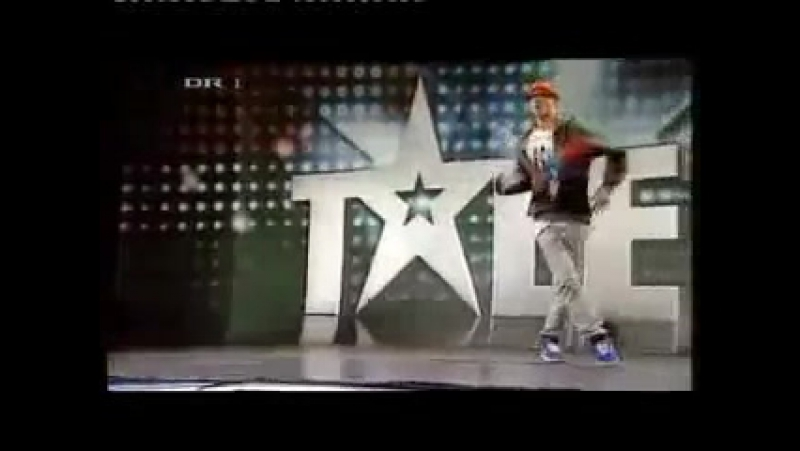 Смешной чел , но классно танцует хип хоп