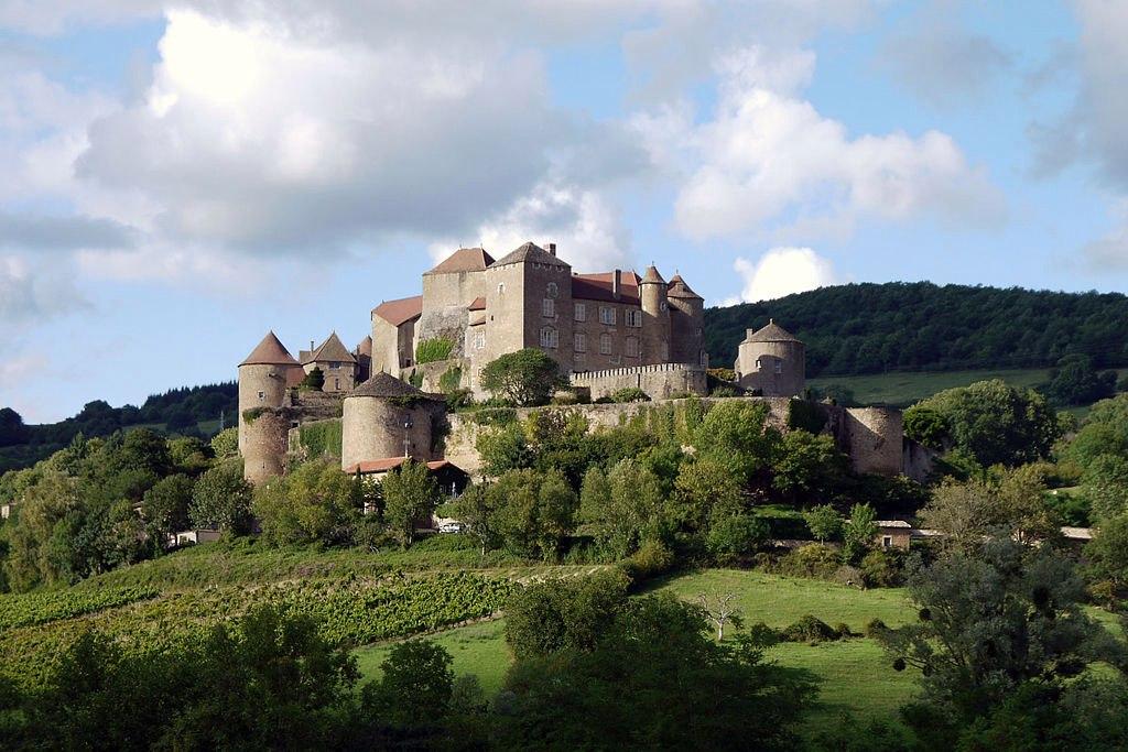 Как выглядит замок, в котором живет современная графиня