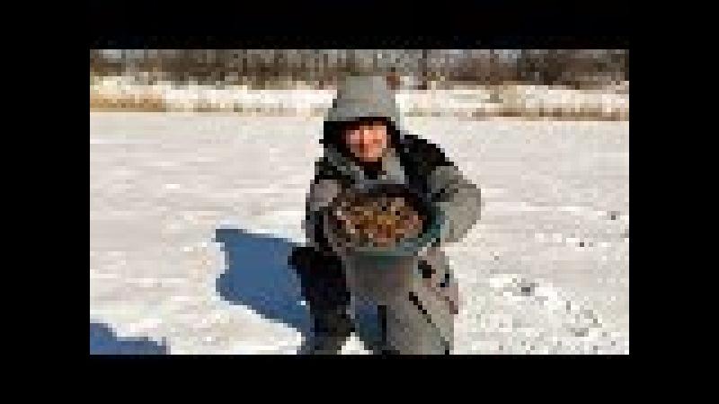 Ловля РАКОВ зимой Ведро раков из подо льда Мы знаем где раки зимуют