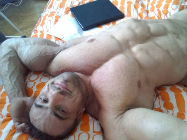 Very special offer for labour day 7 hot guys flex 1 day before contest