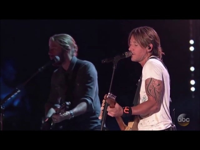 Keith Urban - Blue Ain't Your Color (Live at CMA Fest 2017)