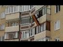 Диван выбросили с балкона